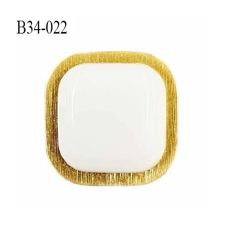 Bouton 34 mm en pvc couleur blanc sur socle couleur or accroche avec un anneau prix à l'unité