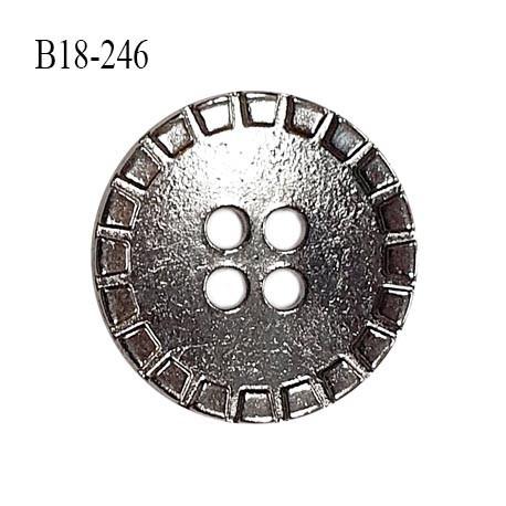 Bouton 18 mm en métal couleur chrome 4 trous diamètre 18 mm épaisseur 2 mm prix à l'unité