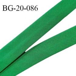 Biais galon 20 mm pré plié au dos 2 rabats de 10 mm coton polyester couleur vert largeur 20 mm prix au mètre
