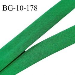 Biais galon 10 mm pré plié au dos 2 rabats de 5 mm coton polyester couleur vert largeur 10 mm prix au mètre
