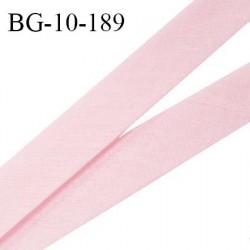 Biais galon 10 mm pré plié au dos 2 rabats de 5 mm coton polyester couleur rose pétale largeur 10 mm prix au mètre