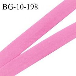 Biais galon 10 mm pré plié au dos 2 rabats de 5 mm coton polyester couleur rose largeur 10 mm prix au mètre