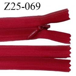 Fermeture zip 25 cm couleur rouge rubis non séparable avec glissière nylon largeur 2.5 cm prix à l'unité