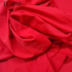 Tissu lycra spécial lingerie  et sport rouge largeur 155 cm poids au mètre 255 grs prix pour 10 cm de longueur