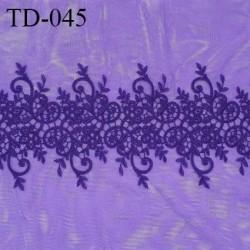 Dentelle brodée sur tulle extensible couleur violet haut de gamme largeur 35 cm prix pour 10 cm de longueur