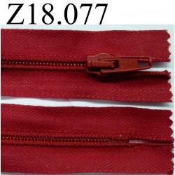 fermeture éclair longueur 18 cm couleur rouge  non séparable zip nylon largeur 3.2 cm