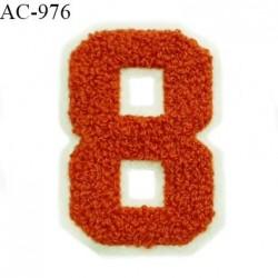 Ornement applique écusson chiffre 8 sur support style feutrine à coudre couleur rouille hauteur 8 cm prix à l'unité