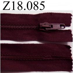 fermeture éclair  longueur 18 cm couleur bbordeau prune foncé non séparable zip nylon largeur 3.2 cm