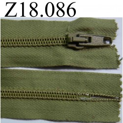 fermeture éclair verte longueur 18 cm couleur vert kaki clair non séparable zip nylon largeur 3.2 cm