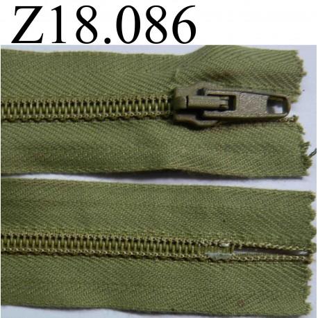 fermeture zip glissi re verte longueur 18 cm couleur vert kaki clair non s parable zip nylon. Black Bedroom Furniture Sets. Home Design Ideas