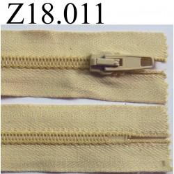 fermeture éclair longueur 18 cm couleur beige ou crème  non séparable zip nylon largeur 3.2 cm