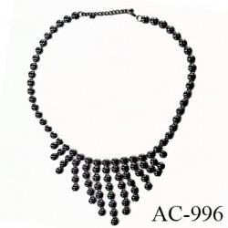 Collier en demi perle en métal couleur acier chromé diamètre du colllier 19 cm hauteur 24 cm