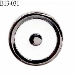 Bouton 13 mm en pvc couleur acier et blanc brillant accroche au dos avec un anneau diamètre 13 millimètres