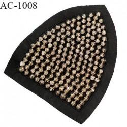 Décor ornement écusson en feutrine noire et pointes Spike couleur chrome largeur 11 cm hauteur 13.5 cm à coudre prix à l'unité