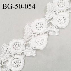 Galon ruban guipure 50 mm motif fleurs couleur naturel largeur 50 mm prix au mètre