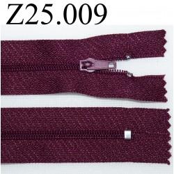fermeture éclair  longueur 25 cm couleur prune non séparable zip nylon largeur 2,5 cm
