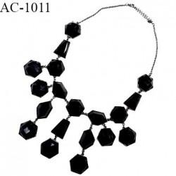 Collier perles couleur noir sur chaîne couleur chrome longueur totale du tour de cou 56 cm prix au mètre