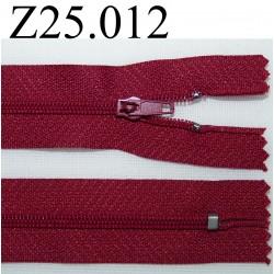 fermeture éclair  longueur 25 cm couleur bordeau non séparable zip nylon largeur 2,5 cm