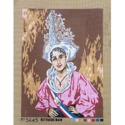Canevas à broder 50 x 60 cm  thème COIFFE TRADITIONNELLE REGIONALE retouché à la main