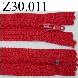 fermeture éclair  longueur 30 cm couleur rouge non séparable zip nylon largeur 2,5 cm