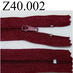 fermeture éclair  longueur 40 cm couleur bordeau non séparable zip nylon largeur 2,5 cm