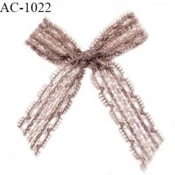 Noeud lingerie dentelle haut de gamme couleur bois de rose largeur haut 45 mm largeur bas 60 mm hauteur 70 mm prix à la pièce