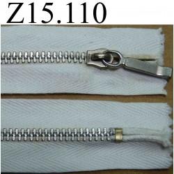 fermeture éclair longueur 15 cm couleur blanc  non séparable zip métal largeur 2.5 cm largeur du zip 4 mm