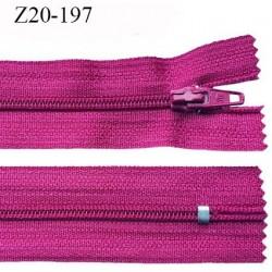 Fermeture zip longueur 20 cm couleur pivoine non séparable largeur 2.4 cm glissière nylon largeur  4 mm