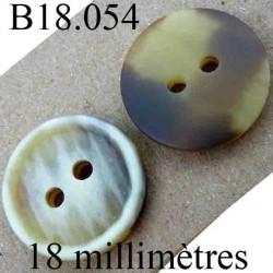 bouton 18 mm couleur marbré et vainé marron et beige  2 trous diamètre 18 mm