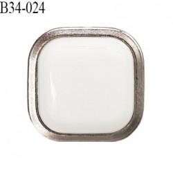 Bouton 34 mm en pvc couleur blanc sur socle couleur chrome accroche avec un anneau prix à l'unité