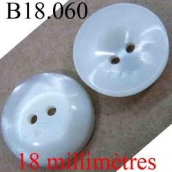 bouton 18 mm couleur blanc cassé pailleté brillant nacré en forme de coquille 2 trous diamètre 18 mm