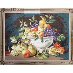 Canevas à broder 45 x 60 cm marque SEG DE PARIS thème NATURE MORTE coupe de fruits fabrication française