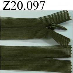 fermeture éclair invisible verte longueur 20 cm couleur vert kaki foncé non séparable zip nylon largeur 2.4 cm