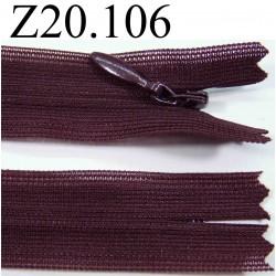 fermeture éclair invisible longueur 20 cm couleur  prune foncé non séparable zip nylon largeur 2,5 cm
