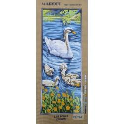 Canevas à broder 25 x 60 cm marque MARGOT thème les petits cygnes fabrication française