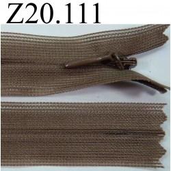 fermeture éclair invisible longueur 20 cm couleur marron kaki non séparable zip nylon largeur 2 cm