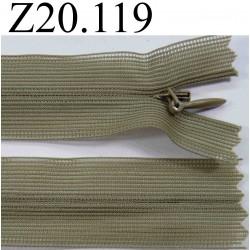 fermeture éclair invisible verte longueur 20 cm couleur vert kaki non séparable zip nylon largeur 2.5 cm