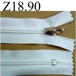 fermeture éclair  blanche longueur 18 cm couleur blanc non séparable zip nylon largeur 3,3 cm largeur du zip 6 mm