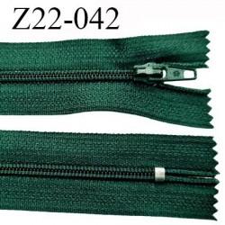 Fermeture zip 22 cm à glissière couleur vert anglais non séparable zip nylon largeur du zip 6 mm longueur 22 cm  prix à l'unité