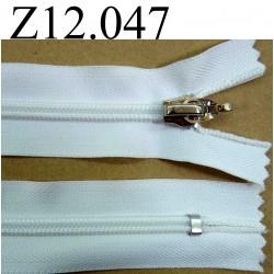 fermeture éclair blanche longueur 12 cm couleur blanc non séparable zip nylon largeur 3,3 cm largeur du zip 6 mm