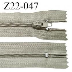 Fermeture zip 22 cm à glissière couleur kaki clair non séparable zip nylon largeur du zip 6 mm longueur 22 cm prix à l'unité