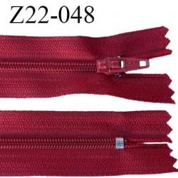 Fermeture zip 22 cm à glissière couleur rouge foncé non séparable zip nylon largeur du zip 6 mm longueur 22 cm prix à l'unité