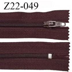 Fermeture zip 22 cm à glissière couleur lie de vin non séparable zip nylon largeur du zip 6 mm longueur 22 cm prix à l'unité