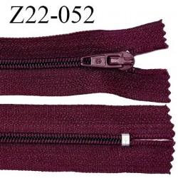 Fermeture zip 22 cm à glissière couleur bordeaux non séparable zip nylon largeur du zip 6 mm longueur 22 cm prix à l'unité