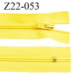 Fermeture zip 22 cm à glissière couleur jaune vif non séparable zip nylon largeur du zip 6 mm longueur 22 cm prix à l'unité