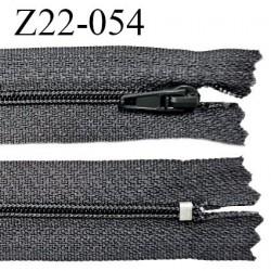 Fermeture zip 22 cm à glissière couleur gris non séparable zip nylon largeur du zip 6 mm longueur 22 cm prix à l'unité