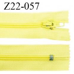 Fermeture zip 22 cm à glissière couleur jaune citron non séparable zip nylon largeur du zip 6 mm longueur 22 cm prix à l'unité