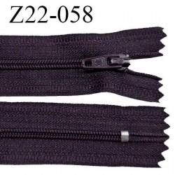 Fermeture zip 22 cm couleur prune tirant sur le marron non séparable zip nylon largeur du zip 6 mm longueur 22 cm prix à l'unité