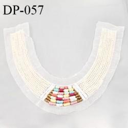 Devant plastron 34 cm perles couleur nacre et multicolore sur tulle couleur naturel largeur 34 cm hauteur 27 cm prix à l'unité