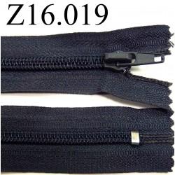 fermeture  éclair  longueur 16 cm couleur gris non séparable zip nylon largeur 3,2 cm largeur du zip 6 mm